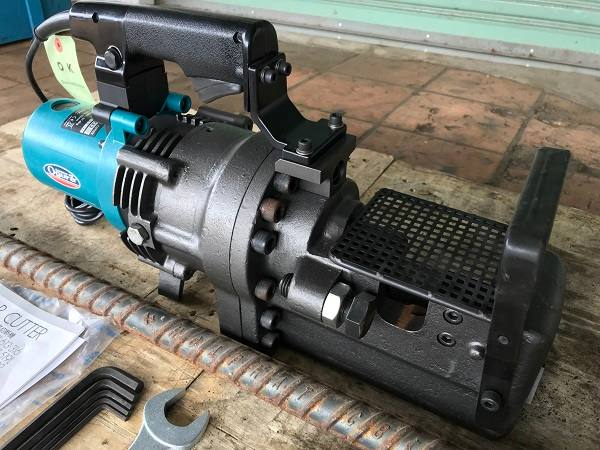 Giá máy cắt sắt thủy lực cầm tay