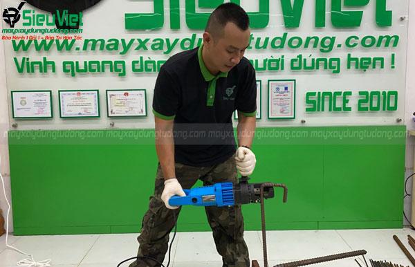 Thao tác sử dụng máy cắt thủy lực D16